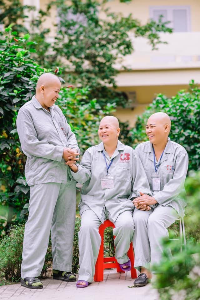 Những chiến sỹ áo blouse trắng mang nụ cười cho bệnh nhân ung thư - 2