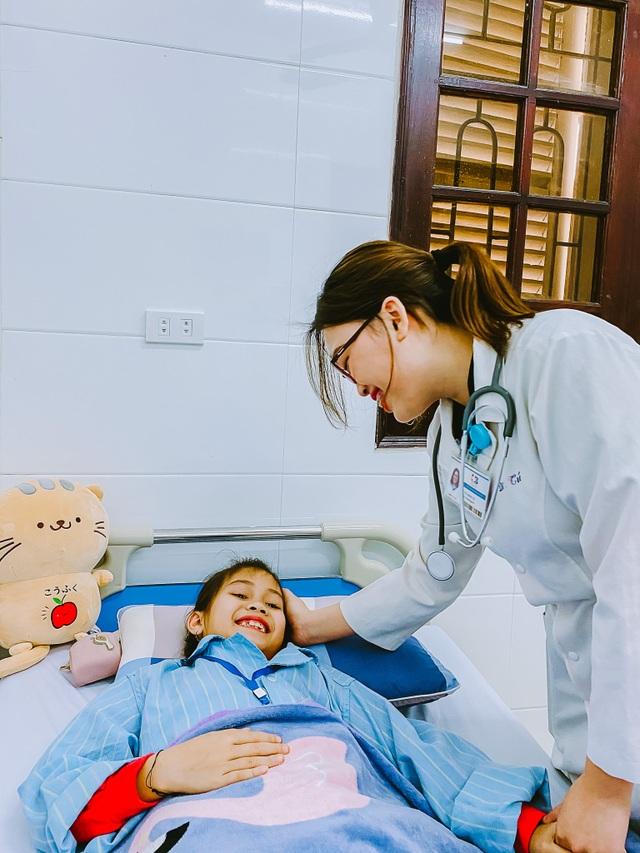 Những chiến sỹ áo blouse trắng mang nụ cười cho bệnh nhân ung thư - 1