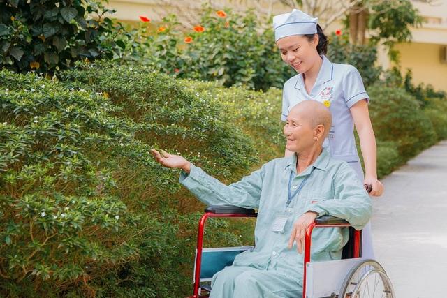 Những chiến sỹ áo blouse trắng mang nụ cười cho bệnh nhân ung thư - 12