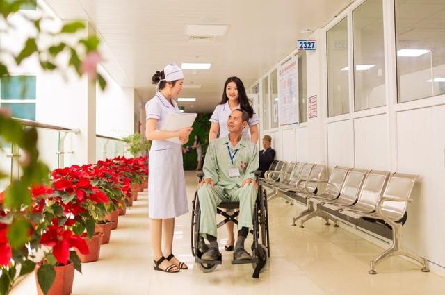 Những chiến sỹ áo blouse trắng mang nụ cười cho bệnh nhân ung thư - 15