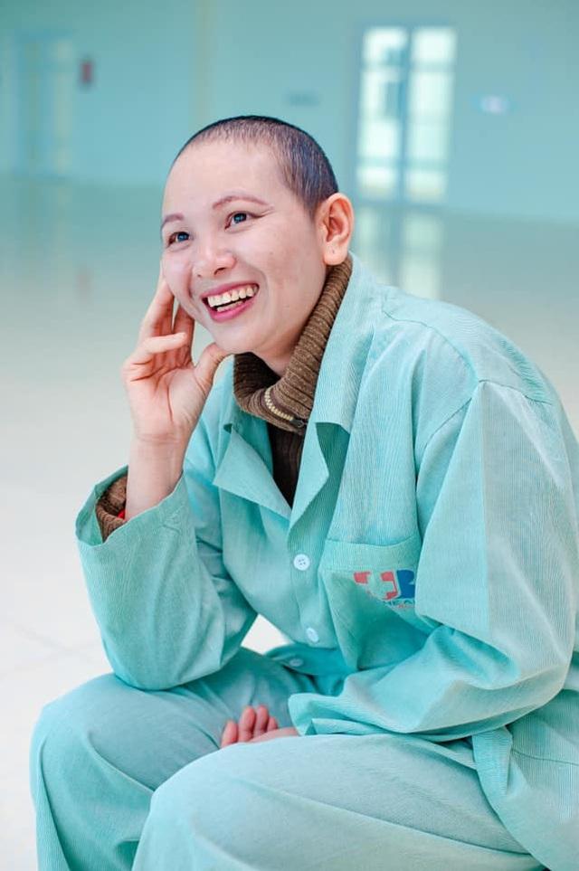 Những chiến sỹ áo blouse trắng mang nụ cười cho bệnh nhân ung thư - 3