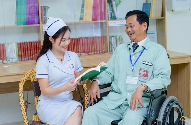 Những chiến sỹ áo blouse trắng mang nụ cười cho bệnh nhân ung thư - 6