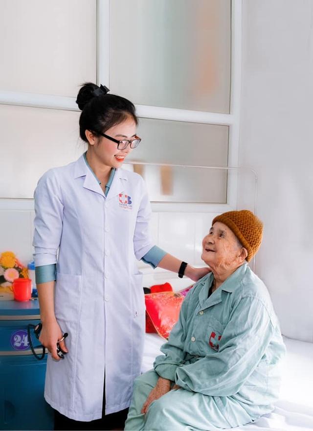 Những chiến sỹ áo blouse trắng mang nụ cười cho bệnh nhân ung thư - 7