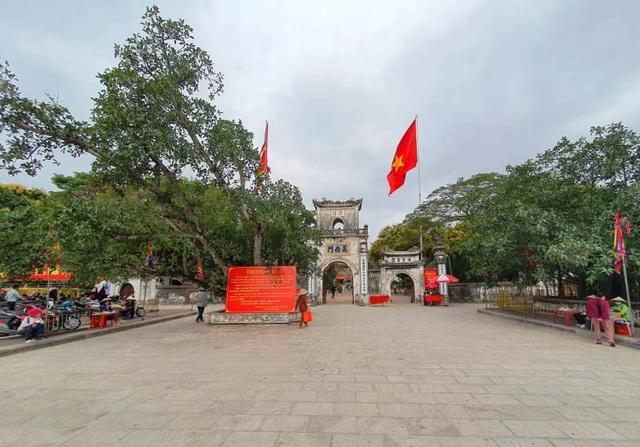 Nam Định: Người làm nghề bán hàng thời vụ ở đền Trần thất thu đầu năm - 1