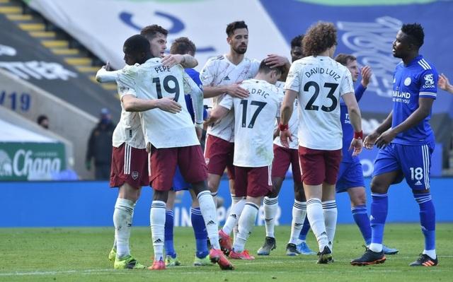Arsenal ngược dòng bắn hạ Leicester City - 1