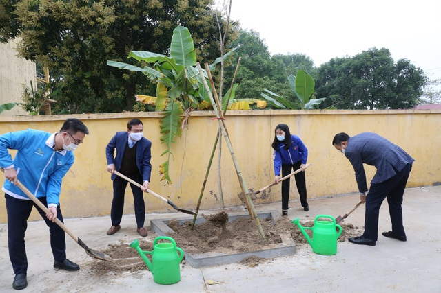 Phát động phong trào mỗi thanh thiếu nhi trồng mới và chăm sóc một cây xanh - 2