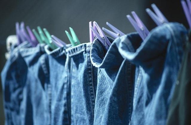 Những mẹo bảo quản quần áo trong ngày mưa ẩm thấp - 1