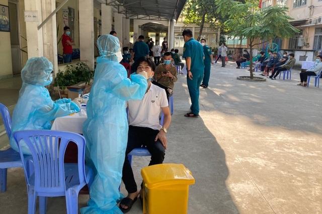 TPHCM: Xét nghiệm SARS-CoV-2  cho gần 4.000 thanh niên chuẩn bị nhập ngũ - 1