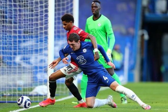 Chia điểm với Chelsea, Man Utd kém Man City 12 điểm - 11