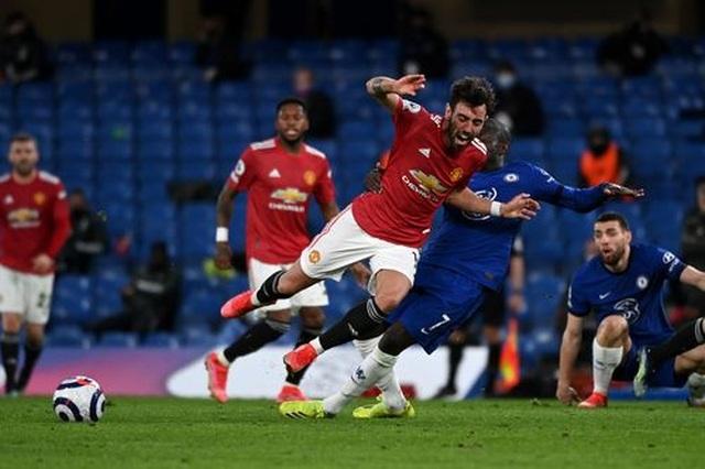 Chia điểm với Chelsea, Man Utd kém Man City 12 điểm - 10