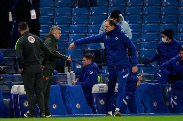Chia điểm với Chelsea, Man Utd kém Man City 12 điểm - 16