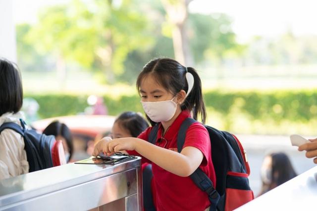 Chùm ảnh: Học sinh Sài Gòn háo hức trở lại trường sau gần 1 tháng nghỉ Tết - 17