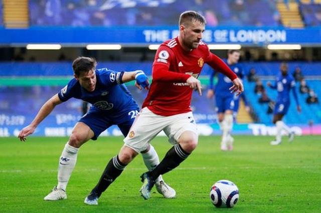 Chia điểm với Chelsea, Man Utd kém Man City 12 điểm - 7