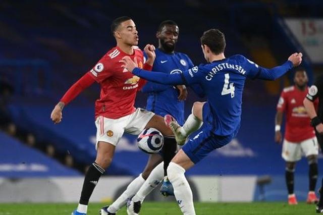 Chia điểm với Chelsea, Man Utd kém Man City 12 điểm - 12