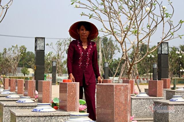 40 năm chăm sóc, bà quản trang kể chuyện linh thiêng bên mộ liệt sĩ - 2