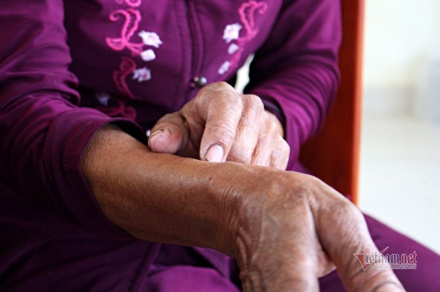 40 năm chăm sóc, bà quản trang kể chuyện linh thiêng bên mộ liệt sĩ - 4