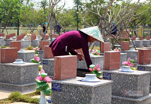 40 năm chăm sóc, bà quản trang kể chuyện linh thiêng bên mộ liệt sĩ - 6