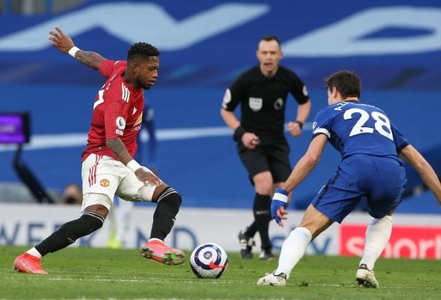 Chia điểm với Chelsea, Man Utd kém Man City 12 điểm - 8