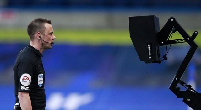 Man Utd mất oan một quả phạt đền trước Chelsea? - 2