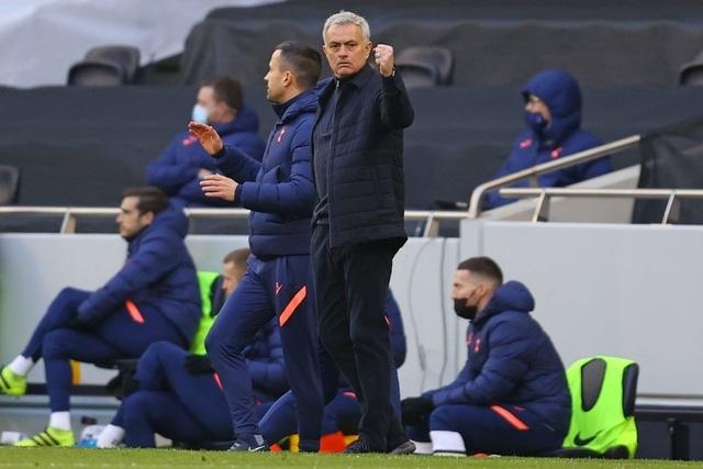 Gareth Bale tỏa sáng cứu thầy, Mourinho khen ngợi nức nở - 2
