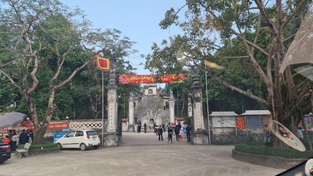 Vụ người phụ nữ thoát y trước đền Cuông: Công an chỉ đạo xử lý nghiêm - 2