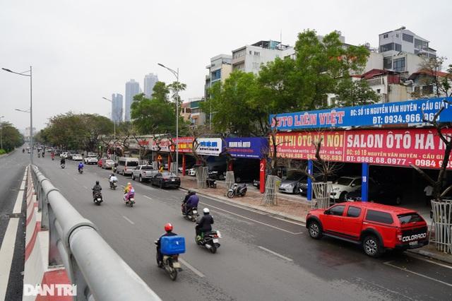7 cây sưa đỏ quý hiếm trên đường Nguyễn Văn Huyên ở Hà Nội đã chết - 1