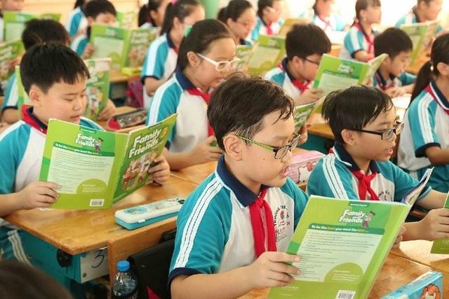 Cận thị học đường: Ảnh hưởng lâu dài đến sức khỏe và cuộc sống của trẻ - 1