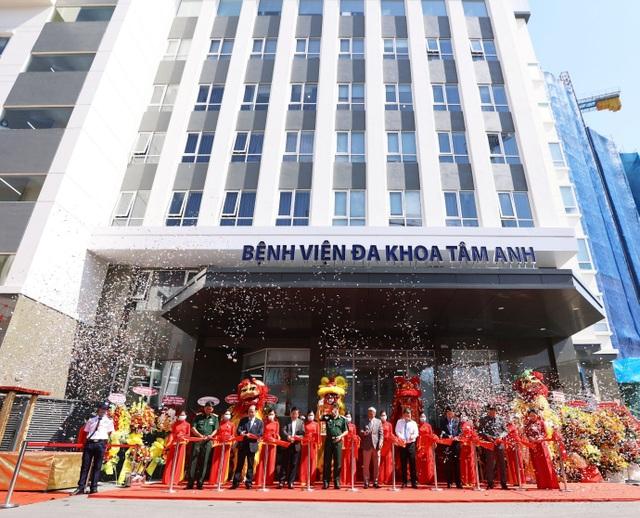 Bệnh viện 5 sao mới thu hút người dân tại TPHCM - 1
