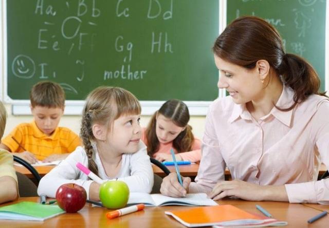 Anh: Do Covid-19, giáo viên sẽ được giao quyền quyết định điểm thi - 1