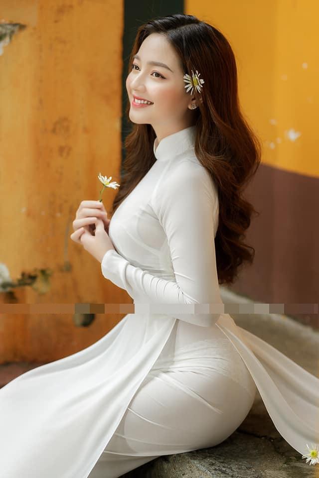 Loạt ảnh bikini nóng bỏng của cô gái mặc áo dài đẹp như Mai Phương Thúy - 1