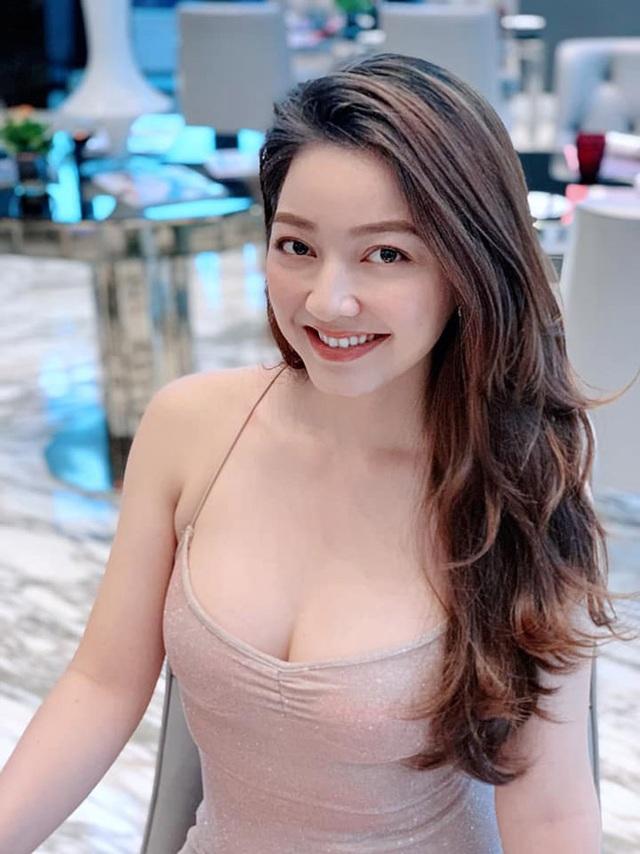 Loạt ảnh bikini nóng bỏng của cô gái mặc áo dài đẹp như Mai Phương Thúy - 13