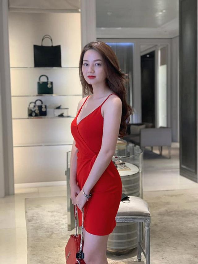 Loạt ảnh bikini nóng bỏng của cô gái mặc áo dài đẹp như Mai Phương Thúy - 17