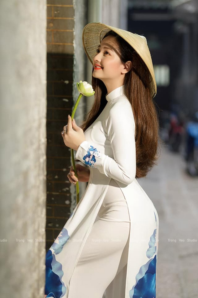 Loạt ảnh bikini nóng bỏng của cô gái mặc áo dài đẹp như Mai Phương Thúy - 2
