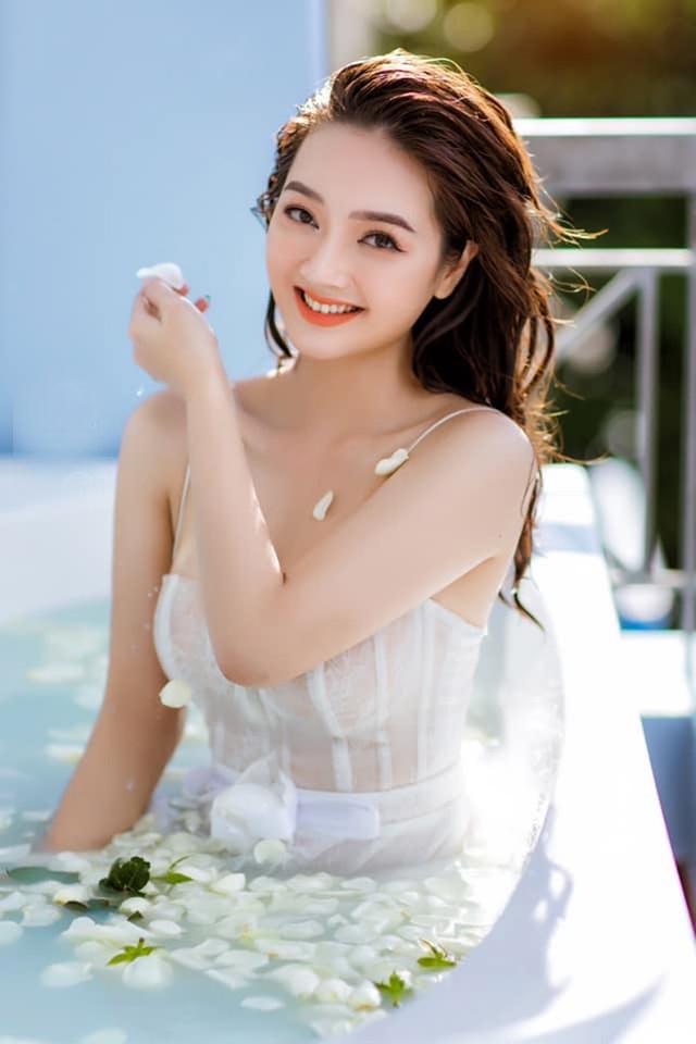 Loạt ảnh bikini nóng bỏng của cô gái mặc áo dài đẹp như Mai Phương Thúy - 20