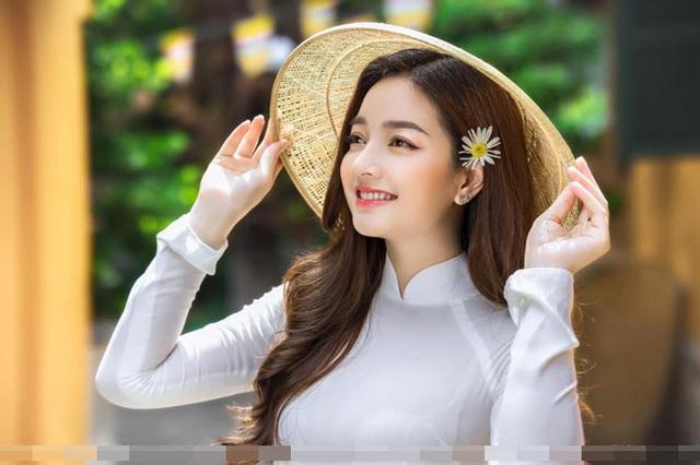 Loạt ảnh bikini nóng bỏng của cô gái mặc áo dài đẹp như Mai Phương Thúy - 3