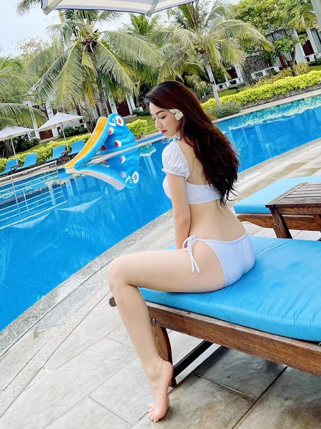 Loạt ảnh bikini nóng bỏng của cô gái mặc áo dài đẹp như Mai Phương Thúy - 5