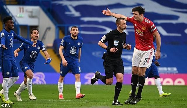HLV Solskjaer tố Chelsea chơi bẩn khiến Man Utd mất oan quả phạt đền - 3