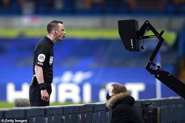 HLV Solskjaer tố Chelsea chơi bẩn khiến Man Utd mất oan quả phạt đền - 2