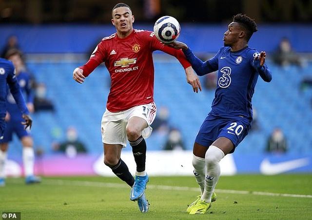 HLV Solskjaer tố Chelsea chơi bẩn khiến Man Utd mất oan quả phạt đền - 1