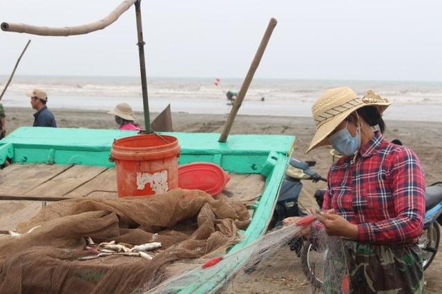 Đầu xuân, ngư dân Nam Định ra khơi nhưng thu nhập giảm - 5