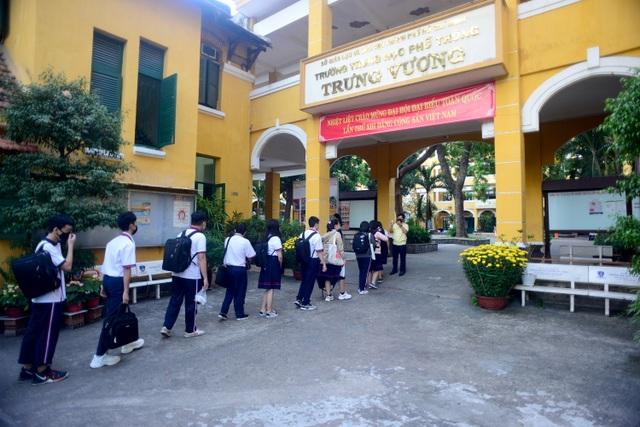 Chùm ảnh: Học sinh Sài Gòn háo hức trở lại trường sau gần 1 tháng nghỉ Tết - 2