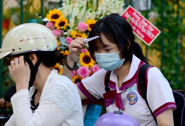 Chùm ảnh: Học sinh Sài Gòn háo hức trở lại trường sau gần 1 tháng nghỉ Tết - 1