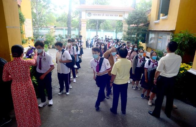 Chùm ảnh: Học sinh Sài Gòn háo hức trở lại trường sau gần 1 tháng nghỉ Tết - 4