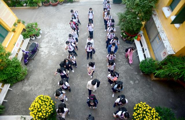 Chùm ảnh: Học sinh Sài Gòn háo hức trở lại trường sau gần 1 tháng nghỉ Tết - 3