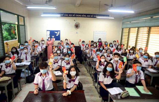 Chùm ảnh: Học sinh Sài Gòn háo hức trở lại trường sau gần 1 tháng nghỉ Tết - 11