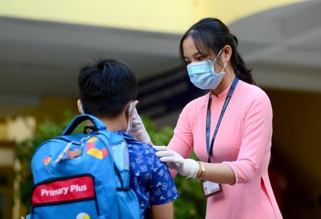 Chùm ảnh: Học sinh Sài Gòn háo hức trở lại trường sau gần 1 tháng nghỉ Tết - 14