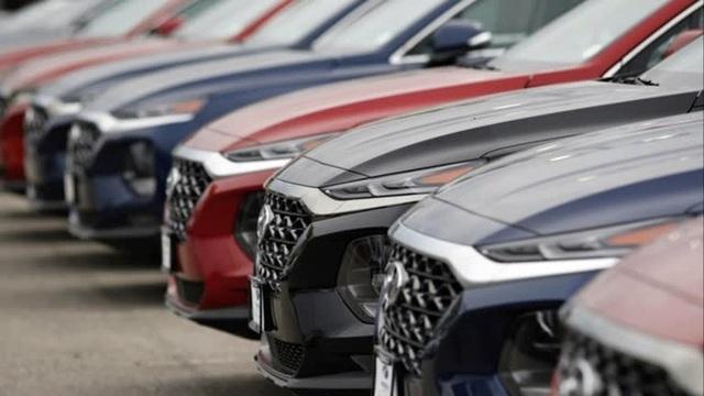 Ô tô giảm giá mạnh, dân mua xe nhiều: Việt Nam sắp vượt Malaysia - 1