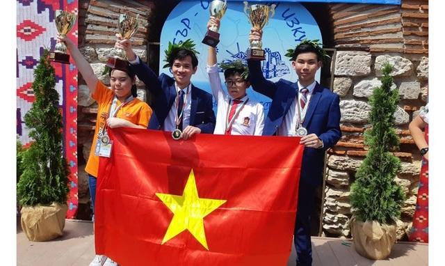 Chàng trai vàng trong làng Toán học Việt Nam - 1