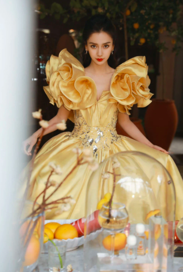 Angelababy hóa công chúa xinh đẹp, phớt lờ Huỳnh Hiểu Minh - 1