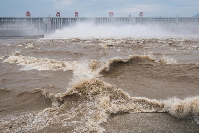 Trung Quốc: Phát hiện điềm không lành trên sông Dương Tử - 1